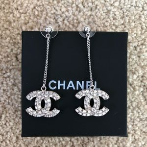 authentic Chanel earrings 🅿️🅿️$260