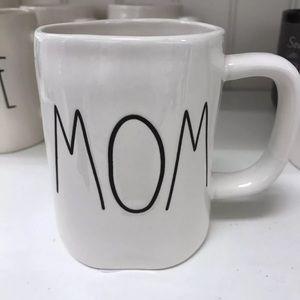 💕 Rae Dunn MOM Mug!!