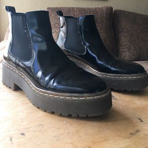 Topshop glossy Chelsea boots size 8