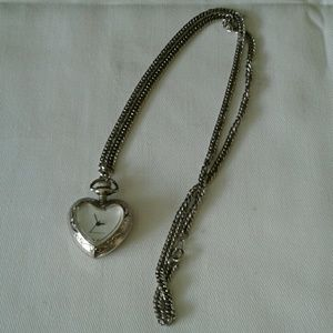 Accessories - Ladies necklace with watch