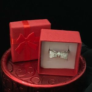 Jewelry - Bow silver diamond dust ring 8 or 9