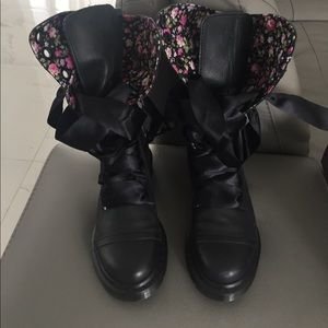 Dr. Martens Triumph black boots with floral lining