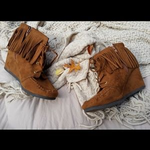 Shoes - Fringed Moccasin Wedged Boots Size 10