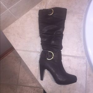 Charlotte Russe chocolate NWOT tall boots