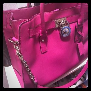 Hot pink Michael Kor handbag😍😍
