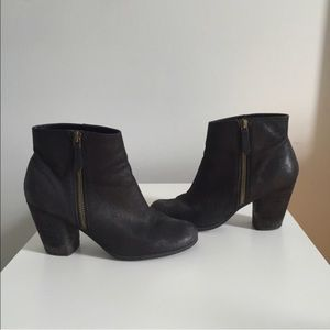 BP black leather boots