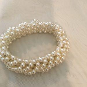 Stretchy Faux Pearl Bracelet