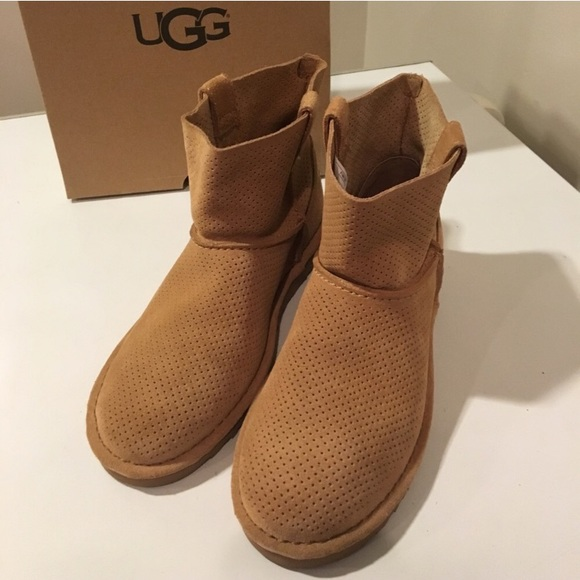 e41594172bb New Ugg Mini Perforated Tan Suede unlined boots