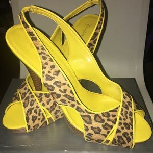 Worn 2 times yellow Leopard heels