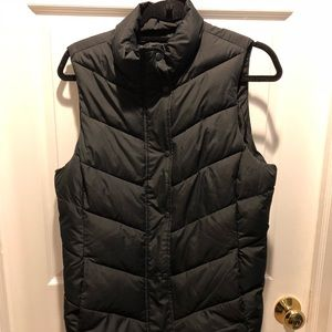 Gap black down puffer vest medium