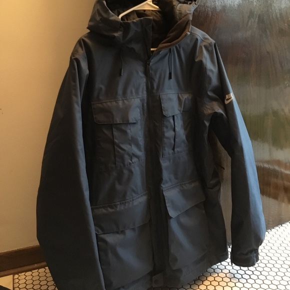 aeb41bf04a86 Navy blue Nike SB snowboard jacket. M 59ee63c95c12f809d10ed699