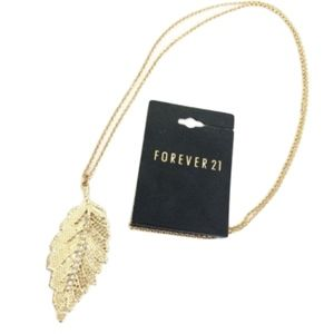 NWT Forever21 Gold Leaf Pendant Necklace