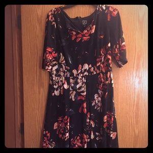 🆕 Floral Midi Dress