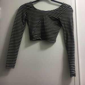 Black and white L/S crop top