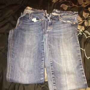 2 pair pants hollister and American eagle