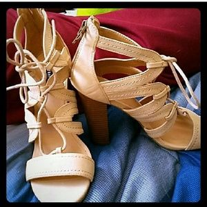 Parker and Sky Heels Size 7 1/2