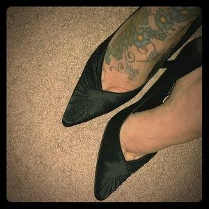 OMG SALE! NINA Classic Black Heels NWOT never worn