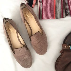 Vince Camuto Signature Collection Light Brown Flat