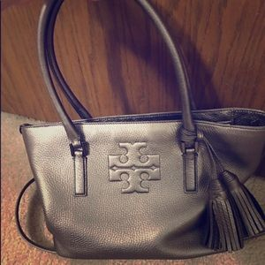 💯 % Authentic Tory Burch Thea purse