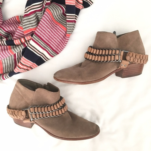 80b9b2609 Sam Edelman  Posey  Suede Ankle Boots. M 59ee7613f0928251fa0f58a9