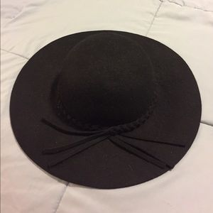 Mossimo black floppy hat with braid