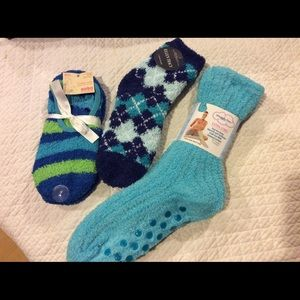 Lot of 4 pairs slipper socks with grippers, NWT