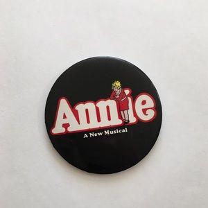'70s / Annie Button
