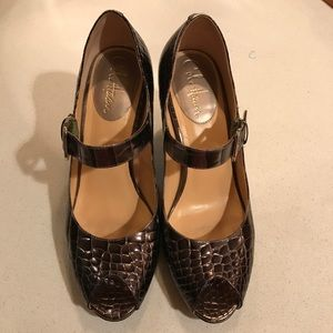 Cole Haan with Nike Air wedge shoes size 8B.