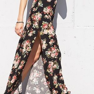 BNWT Super cute and sexy maxi floral skirt ❤️👌💕