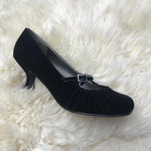 💥 New!! 💥Velvet Black Heels!!