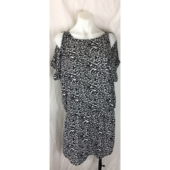 24fd422aee803 Vince Camuto dress tunic black white cold shoulder.  M 59ee8928fbf6f909600f9f7a