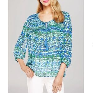 Two by Vince Camuto• Batik shapes peasant blouse