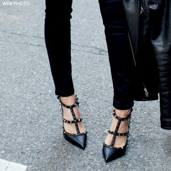 3c11775b1b7 VALENTINO GARAVANI Rockstud Noir Heels Size 40. M 59ee90f0bf6df55e820fb8f0