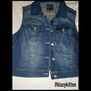 Jackets & Blazers - EUC Denim Jacket