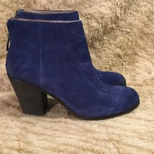 ❄️Blue Vince Camuto Bootie❄️