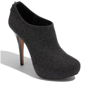 {vince camuto} gray fabric Jerrell booties