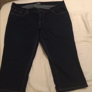 Old Navy- capris- size 14- The Diva