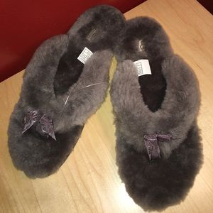 New Authentic UGG Fluff Slippers Gray - Sz 11