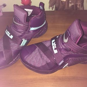 LeBron Tennis Shoes CHRISTMAS edition