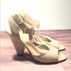 Nine West Laurie Soft Leather T-Strap Sandal 7.5M