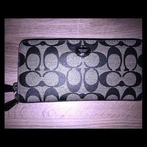 Authentic Coach wallet like new !!
