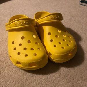 Bright yellow crocs 💛🐊