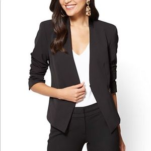 Collarless trendy black blazer