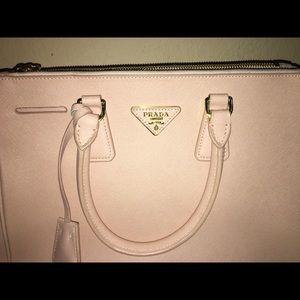 Prada saffiano lux small tote bag. blush (cammeo)