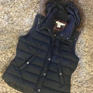 H&M puffer vest 💙