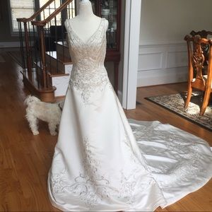 Demetrios V-neck Wedding Dress-NWOT
