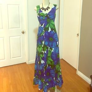 Beautiful Hawaiian Maxi Dress