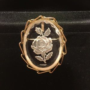 VINTAGE GLASS INTAGLIO ROSE IN GOLD TONE BROOCH 🌹