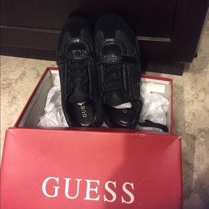 NIB Guess sneaker size 7M women🏃♀️