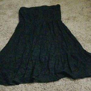 Dresses & Skirts - Black strapless dress
